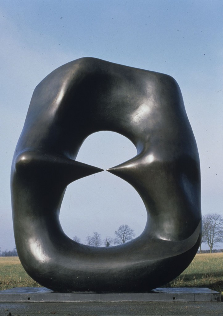 "Henry Moore, ""Oval with Points"" (Owal z punktami), 1968–1970, © Henry Moore Foundation"